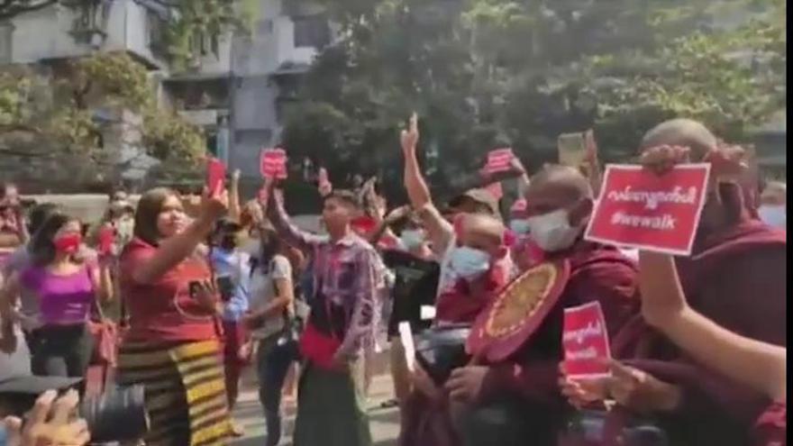 La junta militar de Birmania corta el acceso a Internet en todo el país