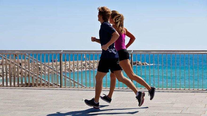 ¿Qué es más saludable, caminar o correr?