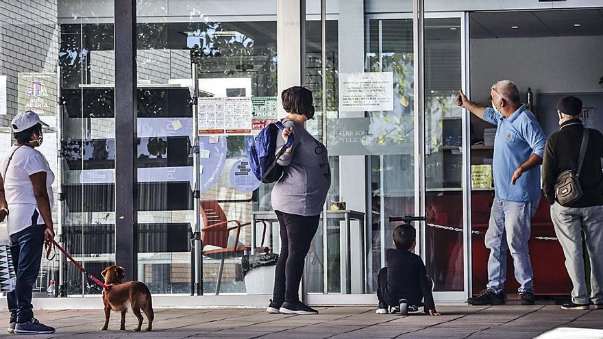 El Ayuntamiento de Alicante da citas para dentro de diez meses en los Servicios Sociales