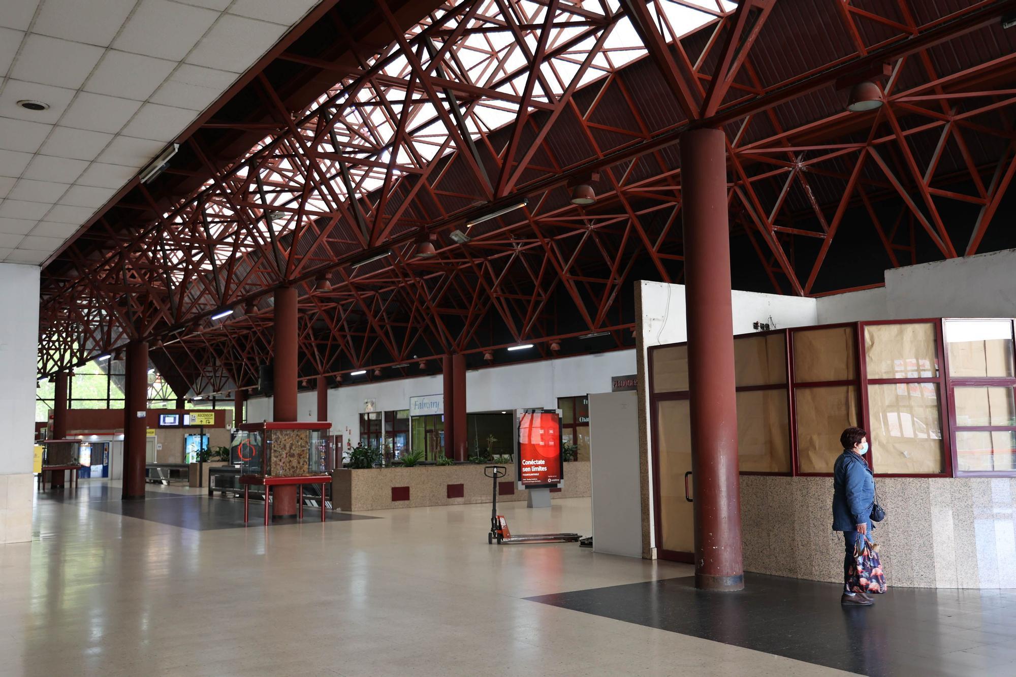 La estación de autobuses se 'abandona' antes de tiempo