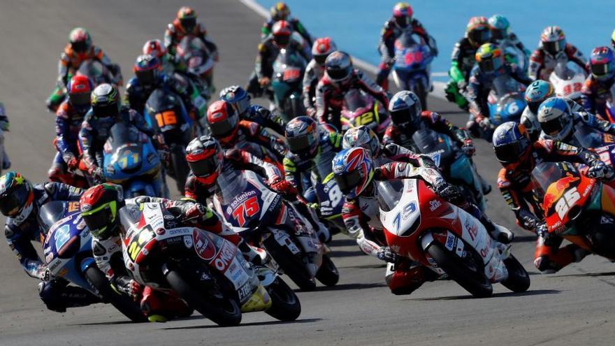 Salida de la carrera de Moto3