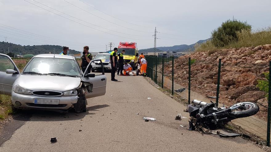Herido un motorista en una aparatosa colisión en la Vall d'Uixó