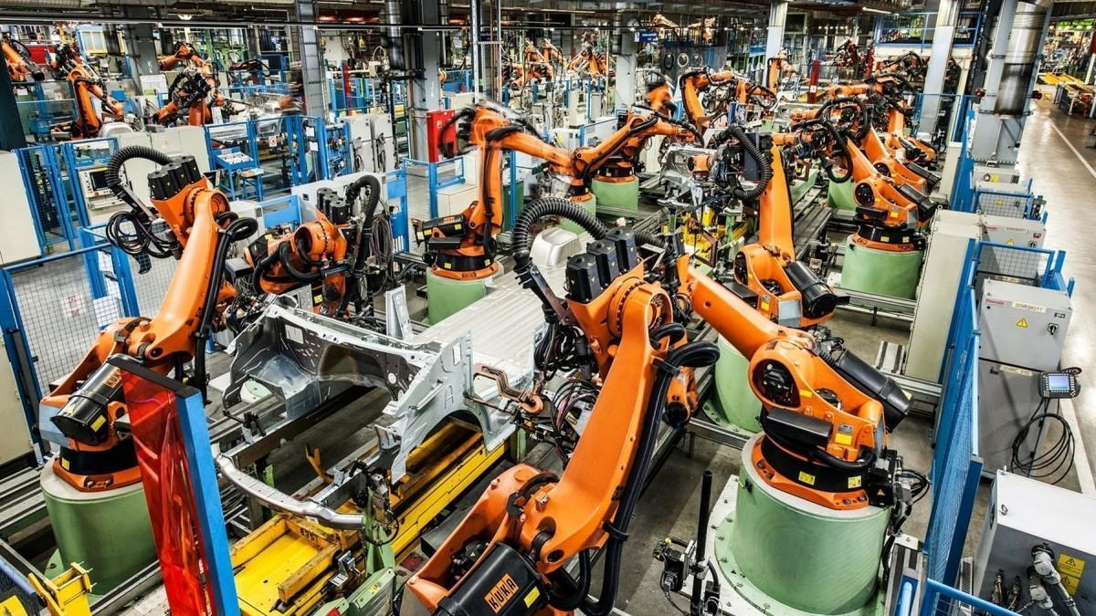 La planta Mercedes-Benz de Vitoria lleva 25 años fabricando la furgoneta Vito