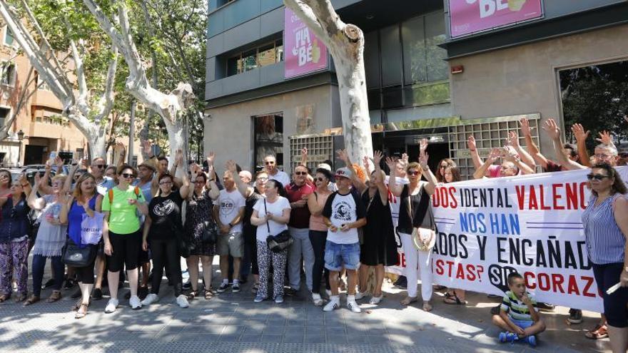 Los afectados por iDental denuncian que siguen sin recibir sus historiales
