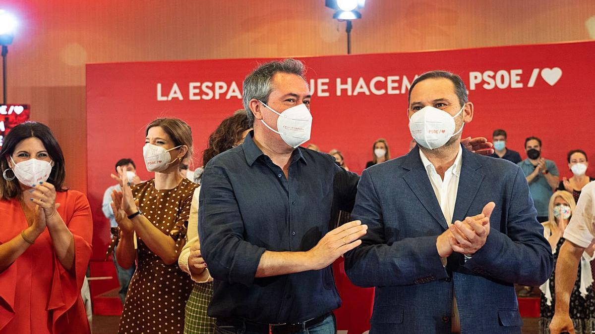 Espadas i Ábalos van participar diumenge en un míting a Sevilla.   EUROPA PRESS