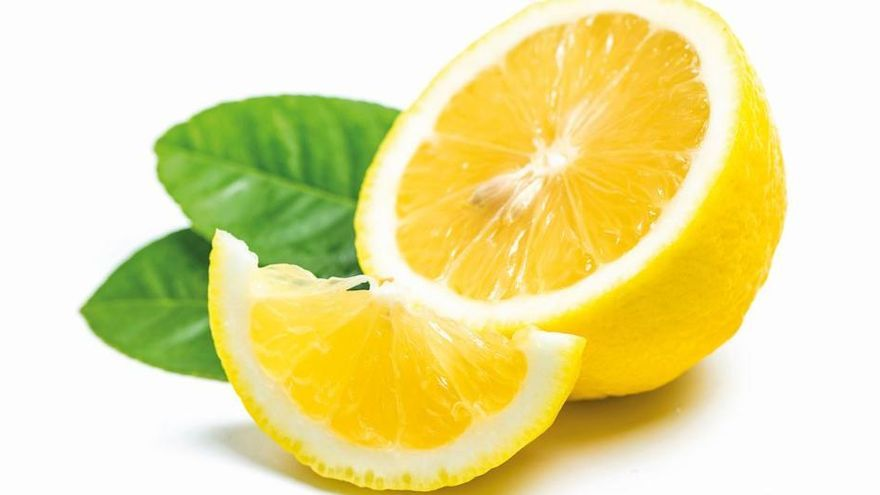 Los superpoderes del agua con limón