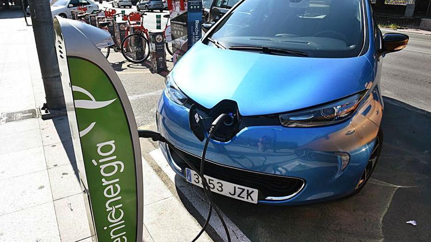 El coche eléctrico precisa 9.340 puntos de recarga para 2030