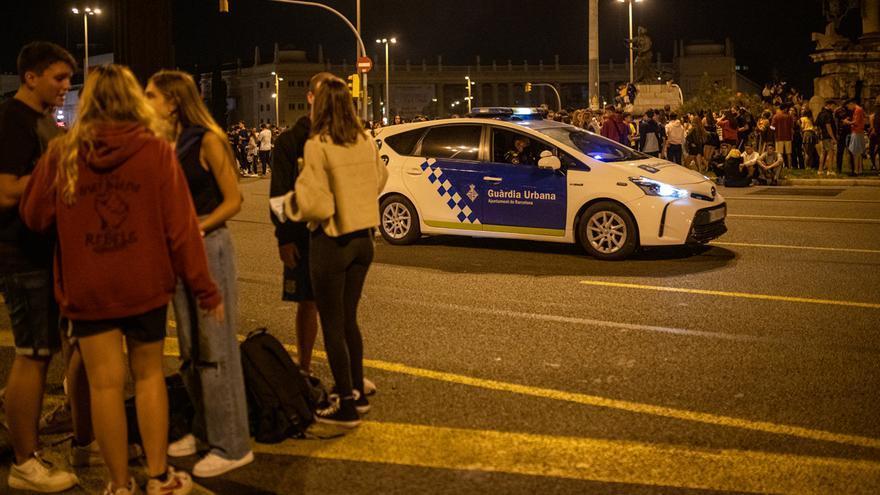 El macrobotellón de Barcelona acaba con decenas de heridos en graves disturbios