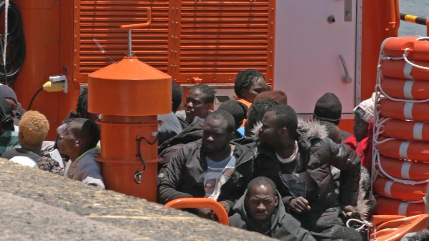 Rescatan dos pateras con 103 migrantes, entre ellos 8 bebés, en aguas cercanas a Fuerteventura y Gran Canaria