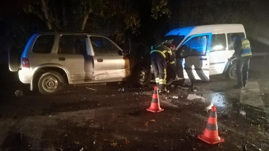 Un fallecido y un herido grave en un choque frontal entre dos turismos en Xinzo