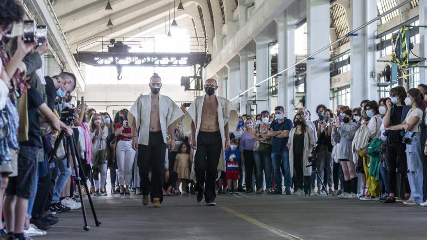 El arte luce músculo en La Vega: así fue el desfile de Alfonso Pérez en la Semana Profesional del Arte de Oviedo