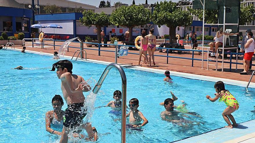La ola de calor multiplica por ocho la venta de entradas en las piscinas de Zaragoza