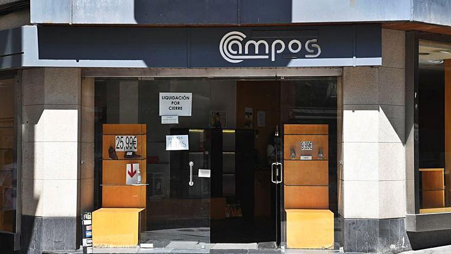 La zapatería Campos cierra esta semana tras 134 años de actividad en la calle San Nicolás