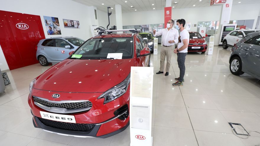 Los retrasos en las entregas de coches llegan a los seis meses