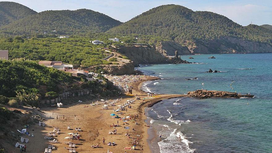 Aparece un cadáver en Ibiza que parece llevar largo tiempo en el mar