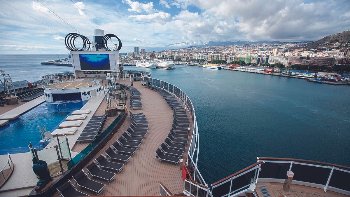 Vista de Santa Cruz de Tenerife desde un crucero.