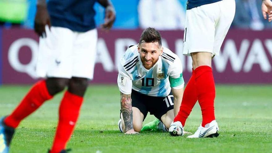 Mbappé pone a Messi de rodillas