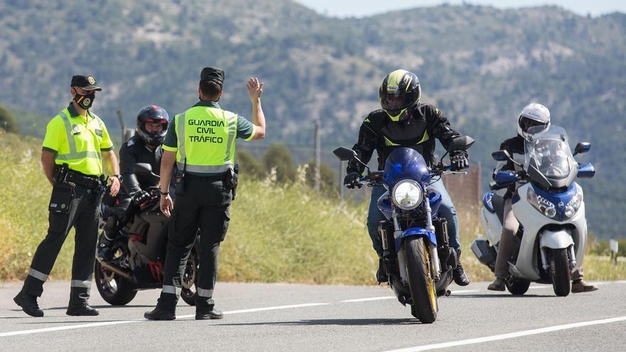 Tráfico alerta de la peligrosidad para las motos en siete carreteras de la provincia de Alicante
