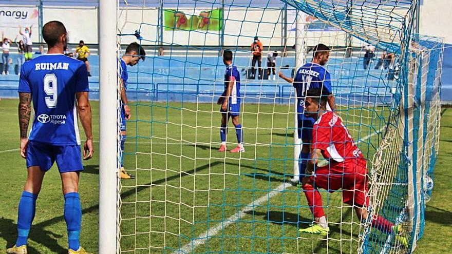 El Tenisca remonta frente al San Fernando y se coloca segundo (2-1)