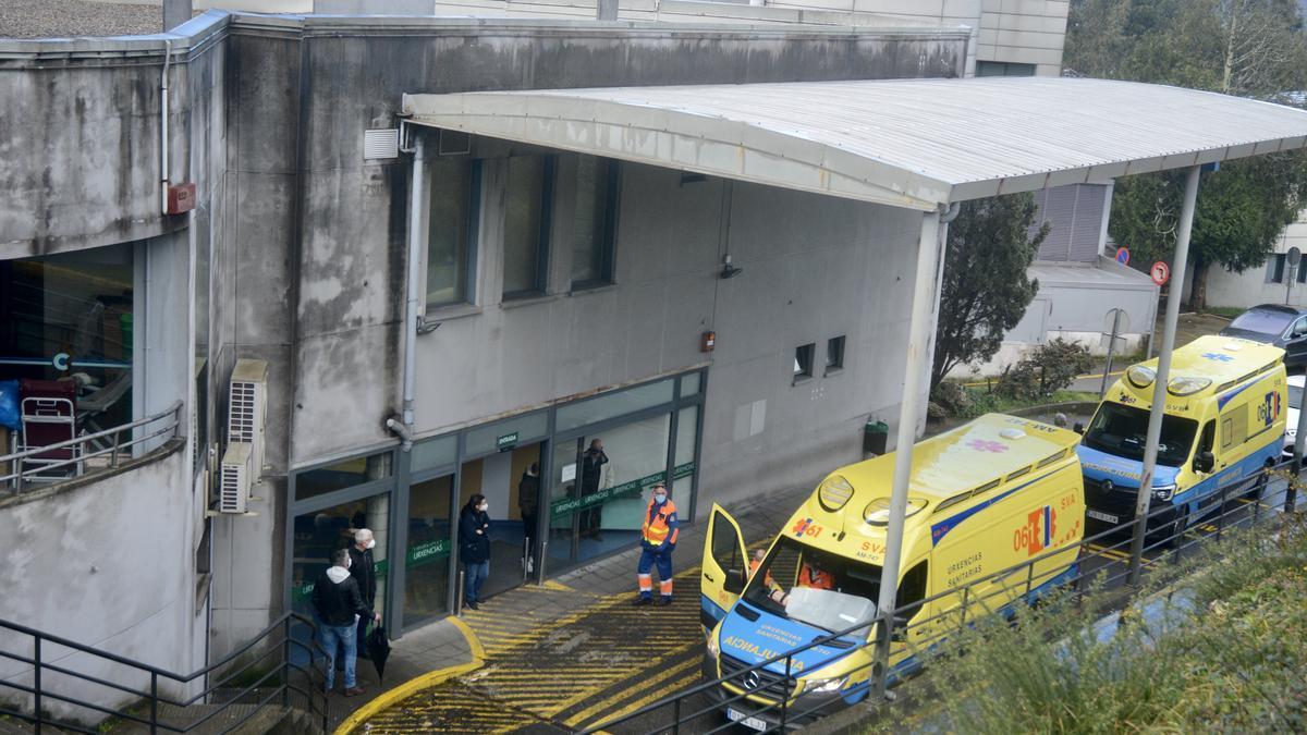 Ambulancias a la llegada a Urgencias del Hospital de Montecelo.