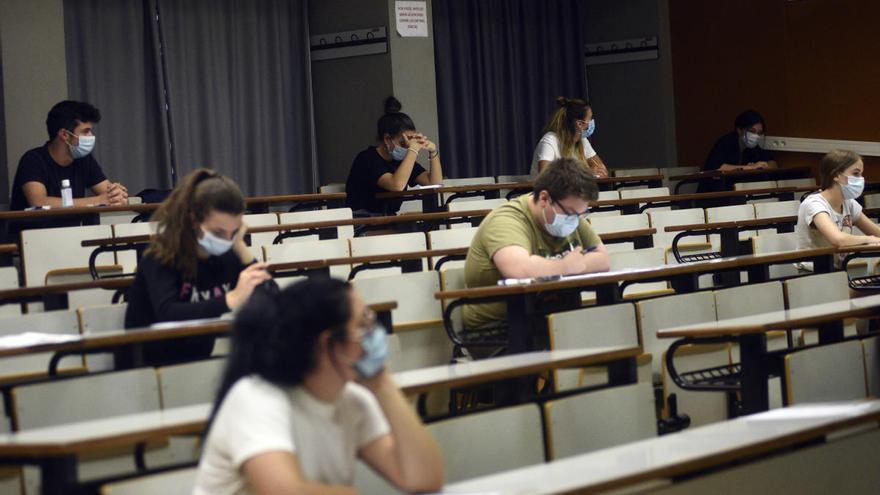 Los estudiantes de Murcia, los primeros en examinarse de Selectividad