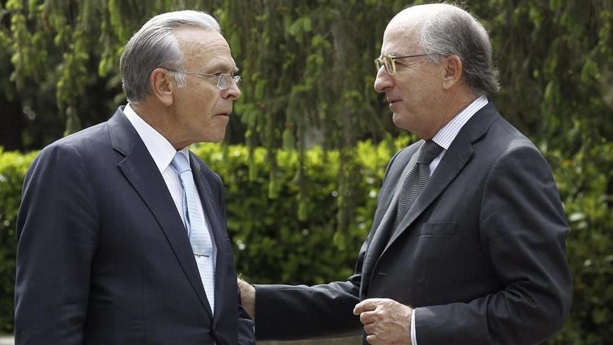 El juez archiva la causa contra Brufau, Fainé, Caixabank y Repsol por contratar a una empresa de Villarejo