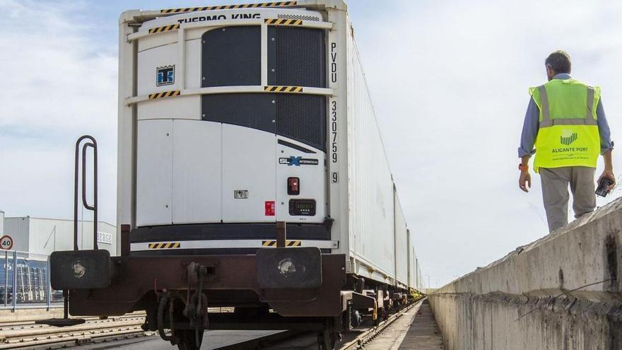 El primer tren de carga entre Alicante y Londres tiene que usar vías de los años 50 por el retraso del Corredor Mediterráneo