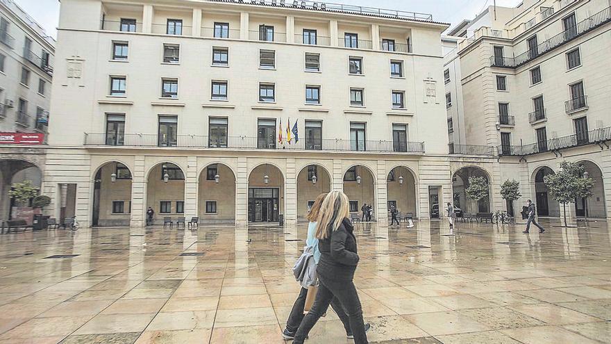 Condenan a una exdirectiva de La Española por reformarse su casa a costa de la empresa