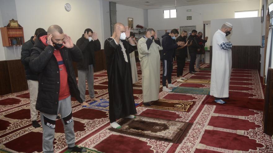 Los más de 3.000 musulmanes de la comarca inician un Ramadán condicionado por el toque de queda