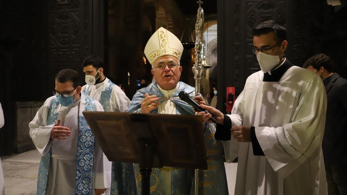 El obispo de Córdoba dice que en 2021 no cree que haya procesiones, pero sí Semana Santa