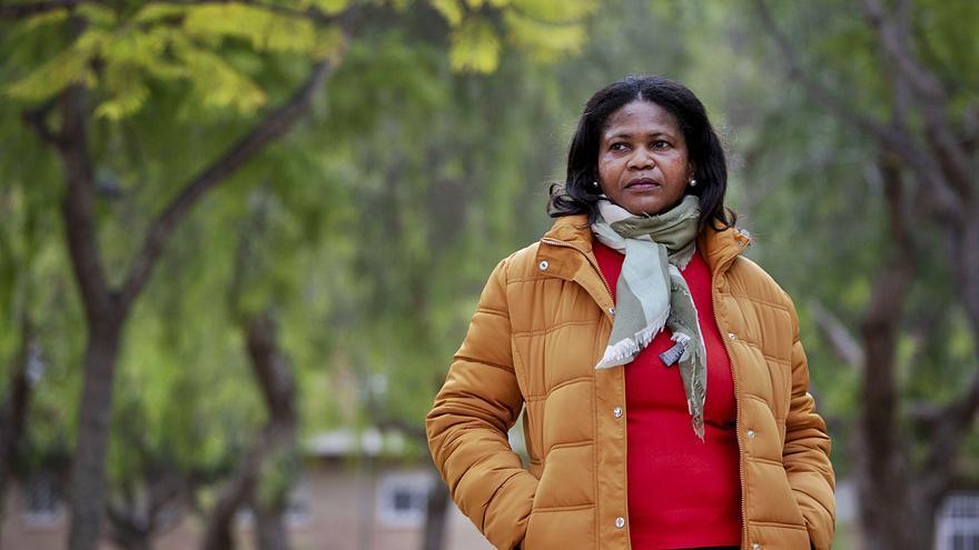 Mujer migrante: Del techo de  cristal al suelo embarrado