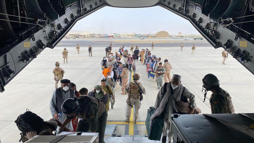 Surt de Kabul el primer avió amb repatriats espanyols i col·laboradors afganesos