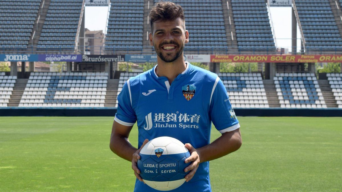 José Ruiz, en el acto de presentación oficial como jugador del Lleida Esportiu, hace dos campañas.