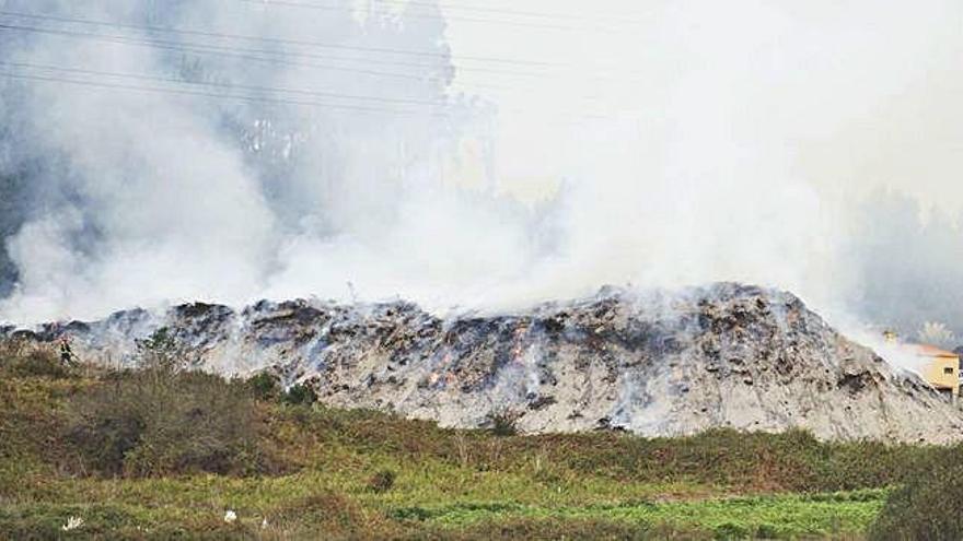 Controlado el incendio que quemó restos de podas en Figueiroa