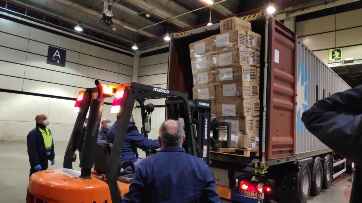 Comienza el reparto del material sanitario que llegó ayer en dos aviones de China fletados por el Consell