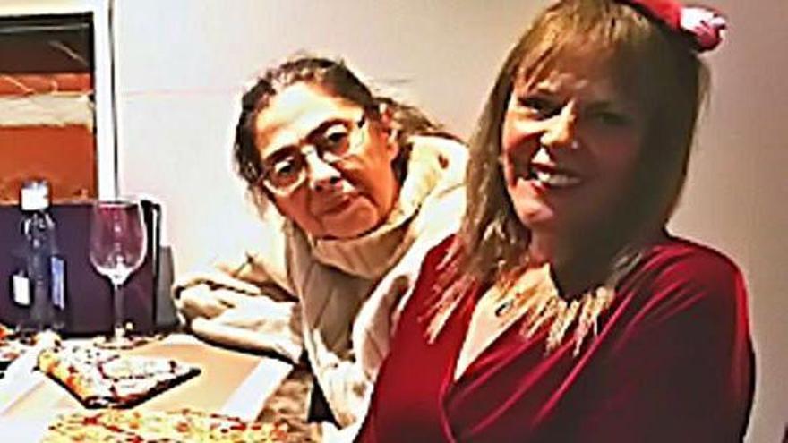 En la imagen,en primer término,  Rosario Valcárcel, y tras ella Heidi  Medina.