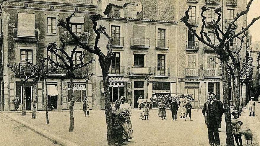 La plaça de Clavé, en homenatge al pare de les societats corals, es va inaugurar l'any 1918
