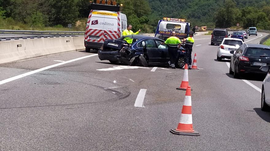 Tres ferits en un xoc entre un camió i un cotxe a l'Eix a Arbúcies
