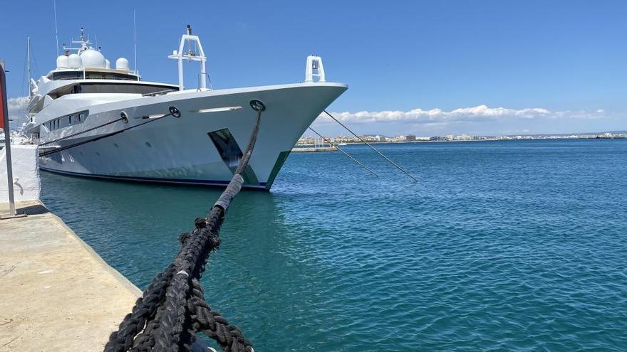 """Luxusyacht """"Yasmine of the Seas"""" legt in Palma de Mallorca an"""