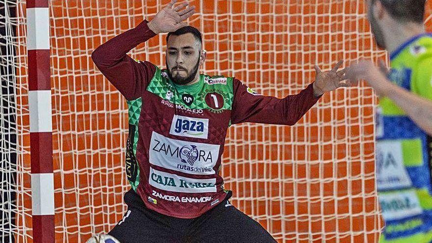 El Balonmano Zamora renueva a Diego Pérez, Tomás Mendieta y Joaco Aravena
