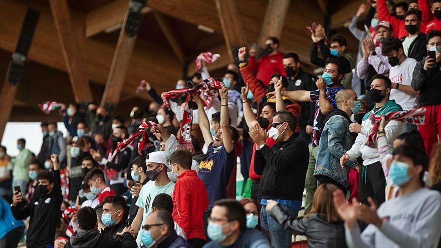 Zamora CF | Bonito homenaje a los lesionados y ovación de una grada entregada al equipo