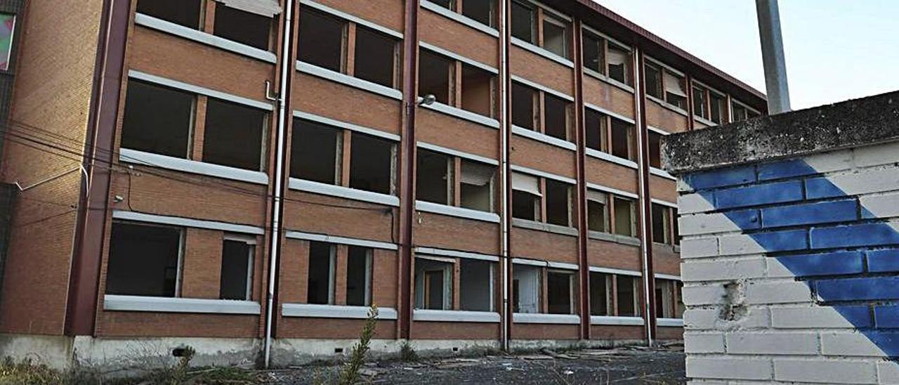 Estado del edificio del antiguo centro de FP de Valliniello. | R. Solís