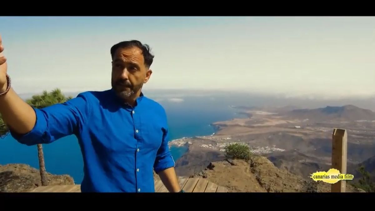 Jesús Monzón sings to the Gran Canaria countryside from Tamadaba