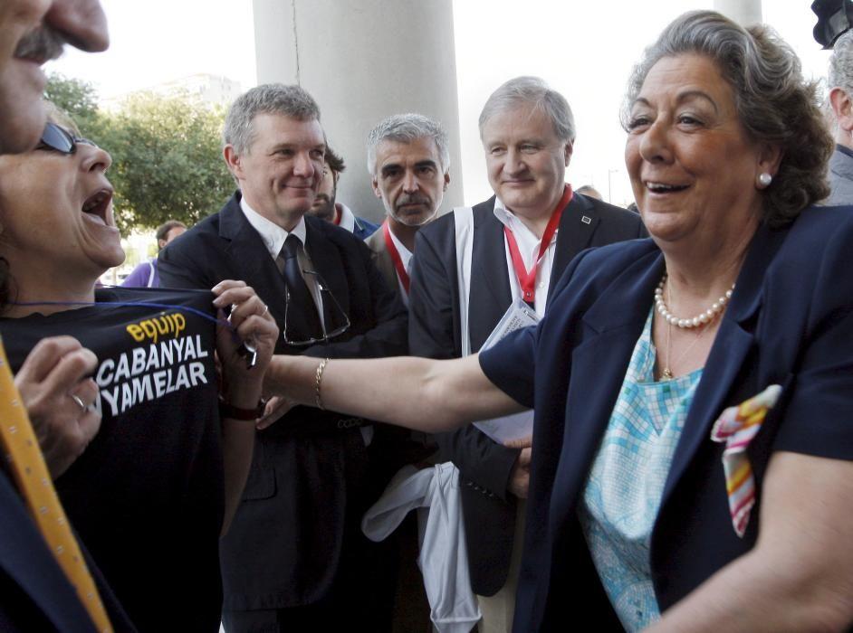 2010. Protesta de Salvem durante un acto al que asistía la alcaldesa. J.C. Cárdenas