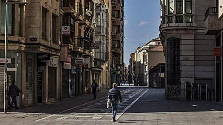 Negocios cerrados en la calle de Santa Clara, eje comercial de la capital.