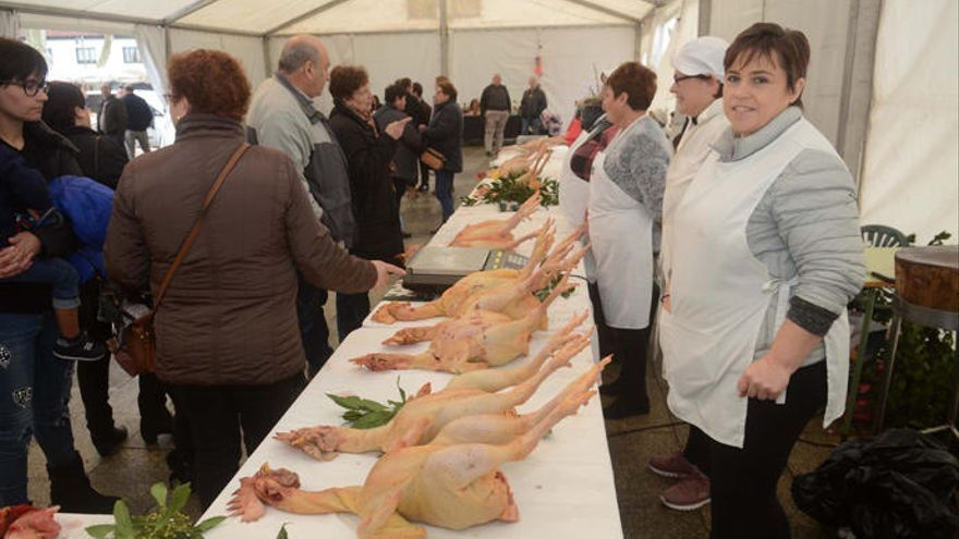 La feria del gallo del corral inaugurará las fiestas este domingo en O Mosteiro