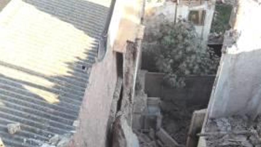 Se desploma en Alberic el techo de una casa protegida