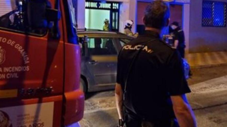 Agrede y amenaza a su mujer con volar el edificio y provoca una fuga de gas en un bloque de Granada