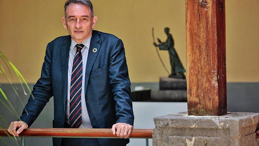 Enrique Santiago: «No se puede obligar a otras regiones a acoger menores migrantes de las Islas»