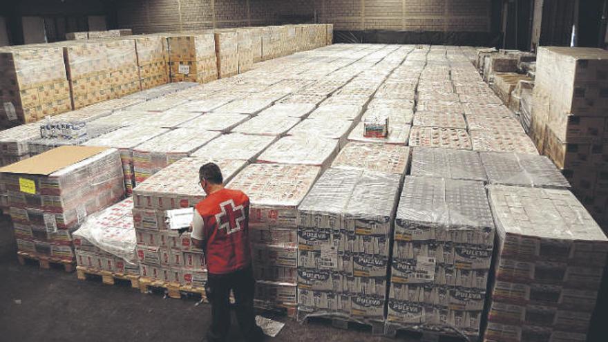 Cruz Roja prepara un reparto de comida en la provincia tinerfeña